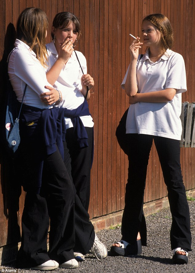 french_students_smoking