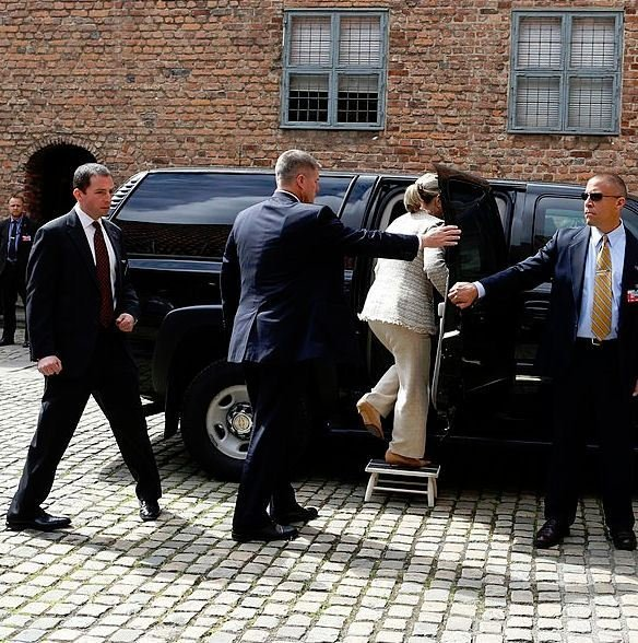 hillary_clinton_limo_entry